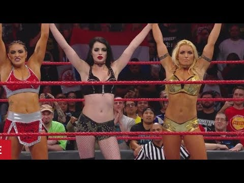 WWE RAW 11/20/17 Paige Returns ! Live Review