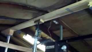 How to raise a roof using a hydraulic jack 3 of 4