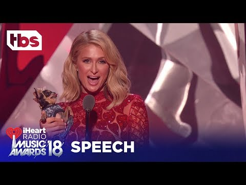 Paris Hilton Introduces Ariana Grande's Pet Dog, Toulouse: 2018 iHeartRadio Music Awards | TBS