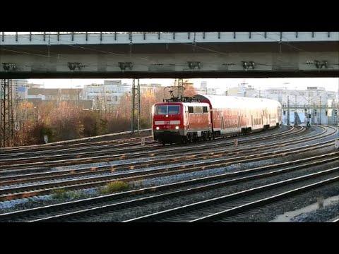 Schnelle Züge an der S-Bahn Station Hirschgarten in  München