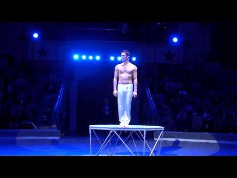 Видео: Азербайджанец  Араз Гамзаев . ,,Человек без костей,,