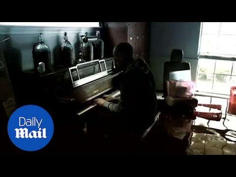 Man plays piano for his son in his flooded Houston home - Daily Mail