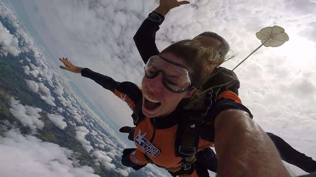 Salto de Paraquedas da Isabella na Queda Livre Paraquedismo 07 01 2017