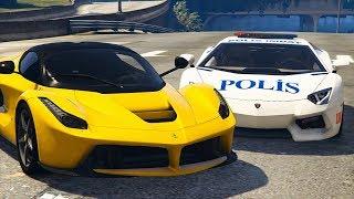 Süper Hızlı Arabalar Polis Arabasından Kaçıyor
