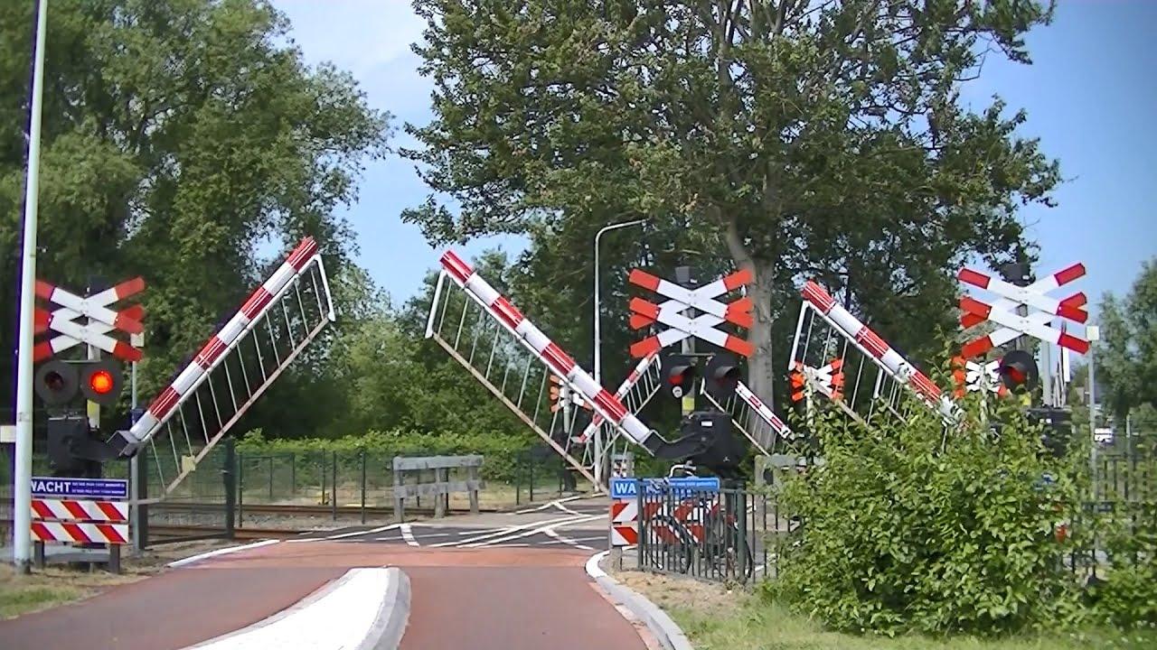 Spoorwegovergang Sneek // Dutch railroad crossing