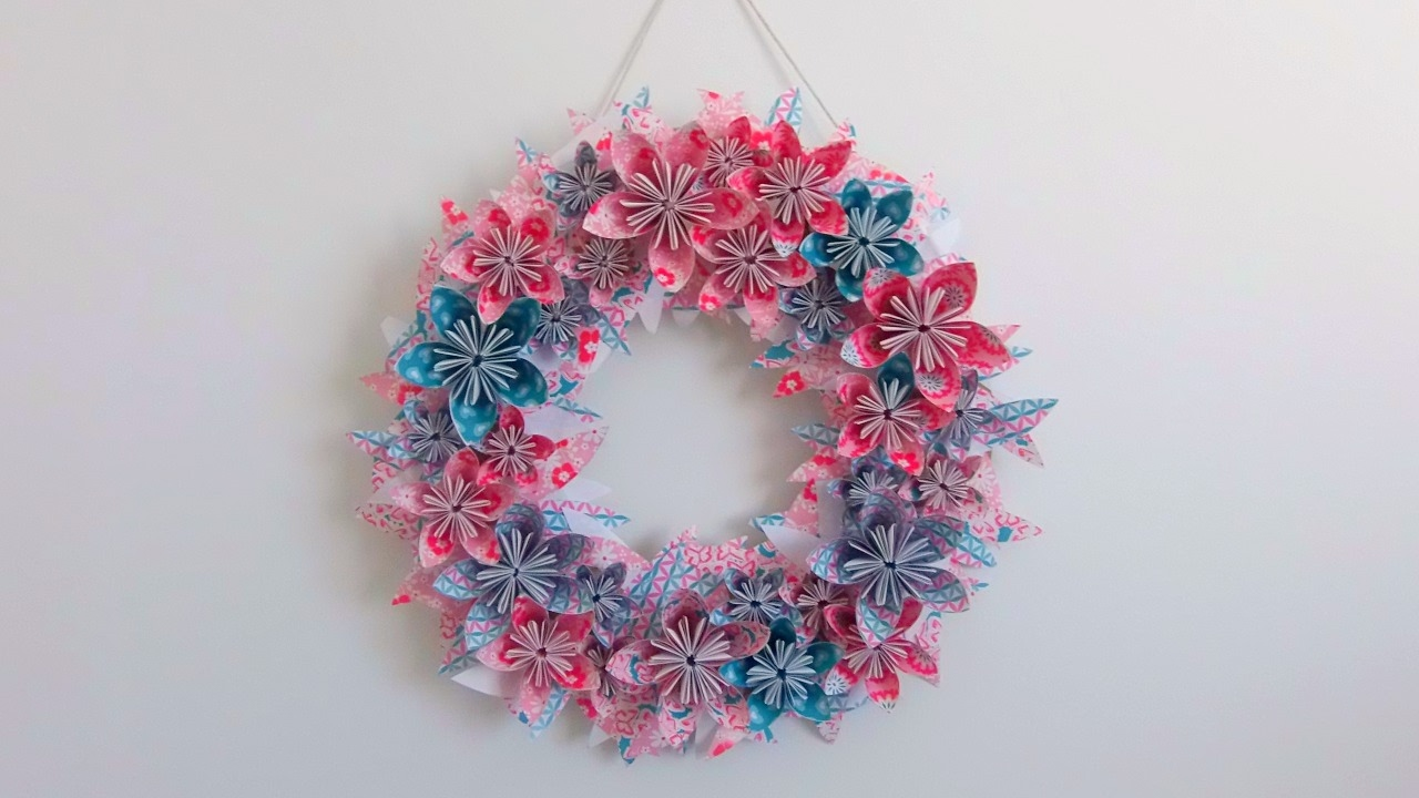Diy fabriquer une couronne de fleurs en papier youtube - Fabriquer une couronne en papier ...