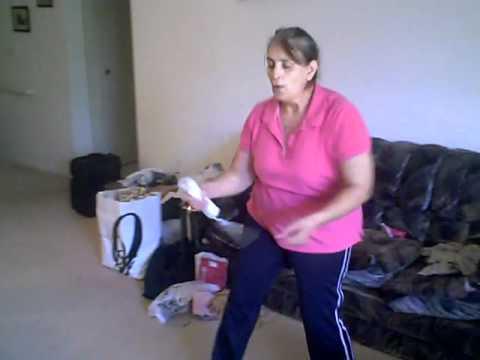 Abuela jugando WII ZUMBA