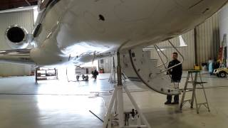 Bombardier Global Express - 'swinging the gear' - Part 1