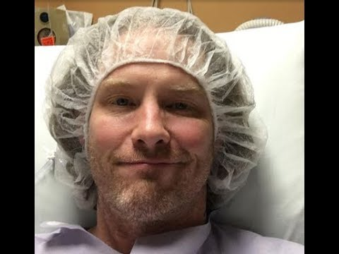 Slipknot and  Stone Sour vocalist Corey Taylor to have double knee surgery ...