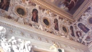 天使だらけの階段室の天井。こんなに天使がいるのは初めて。