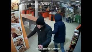 В Екатеринбурге сотрудники полиции задержали подростков, подозреваемых в серии краж из магазинов