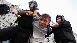 """""""Дожить до пенсии"""". Акция сторонников Навального в Москве и Петербурге. Live"""