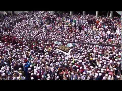 Puluhan Ribu Menghantar al marhum Tok Guru Nik Aziz