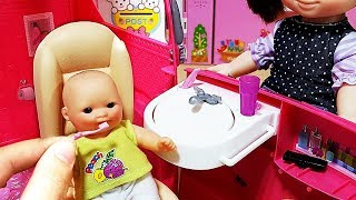 Baby doll pink camping car barbecue and dentifrice surprise eggs baby Doli play