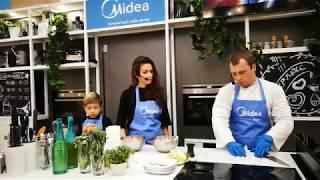 Юлия Такшина приготовила цыплят корнишонов с мандаринами.
