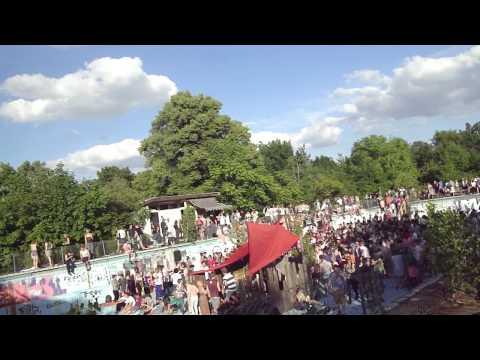 Der kleine Unterschied - Berlin im Open Air Feeeever in verlassenen Schwimmbad