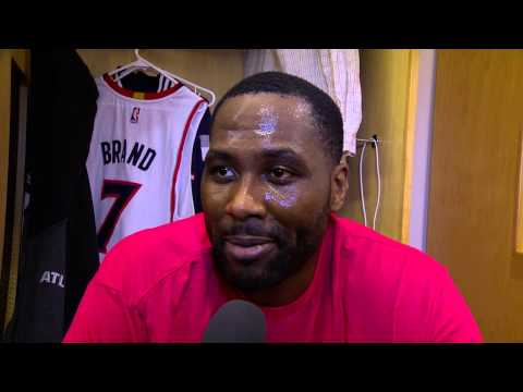 Elton Brand honors longtime Clippers broadcaster Ralph Lawler