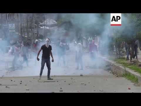 Kashmir - Tear gas fired at protesters in Indian-controlled Kashmir / Rebels, Indian troops fight in