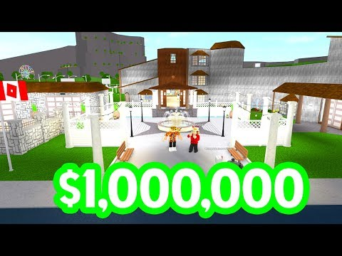 HE GAVE ME A $1 MILLION HOUSE in BLOXBURG!! (Roblox)