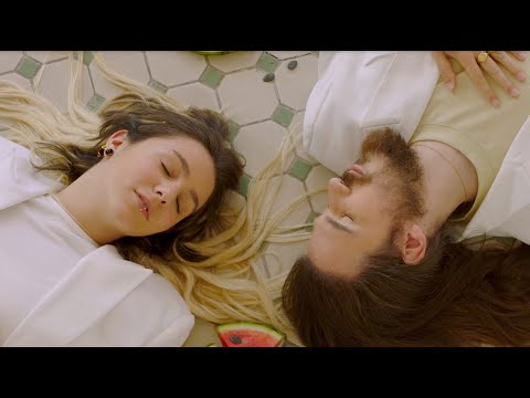 Смотреть клип Suu, Carlos Sadness - Barcelona Tropical