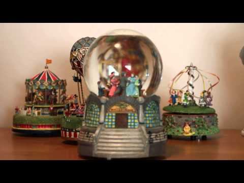 Liberty Falls Roller Rink Rollardrome Musical Water Globe AH239