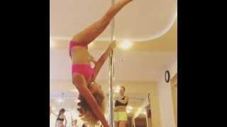 девушка на пилоне - Школа танцев Pole Dance Queen - Шумкова Александра