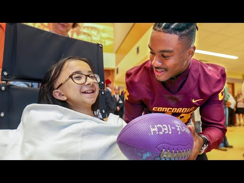Concordia Stingers Football Team Visits The Shriners Hospital In Montreal