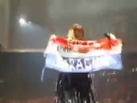 Adele saluda a Paraguay en concierto en Nueva York