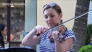 ИРЛАНДСКИЕ ТАНЦЫ! Классные скрипачки играют прямо на улице! Music!
