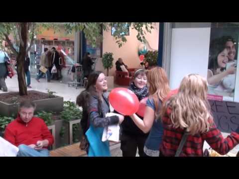 FREE HUGS in Bratislava - Slovakia - OBJATIA ZADARMO V BRATISLAVE NA VALENTINA