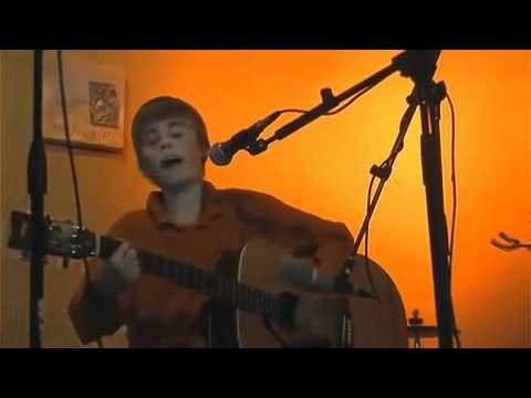 "Justin Bieber Singing ""I'll Be"" At 12 Years Old"