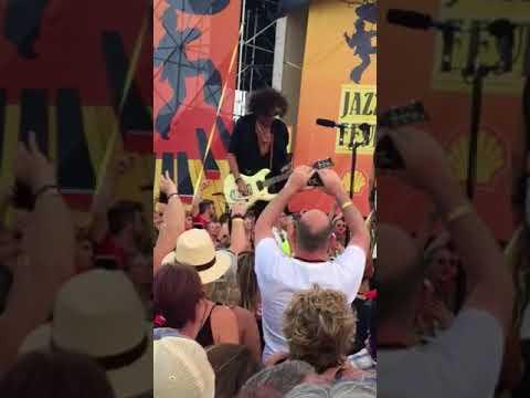 Dude look like a lady. Aerosmith Jazz Fest