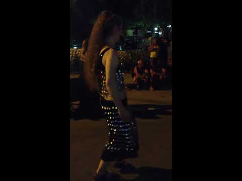 CRAZY BELLY DANCER IN THE STREETS OF COSTA RICA