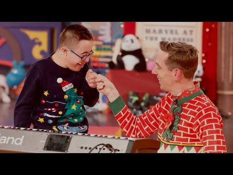 Leo Javaherian performs 'We Wish You a Merry Christmas' | The Late Late Toy Show