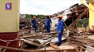 Cemas bumbung kantin sekolah runtuh