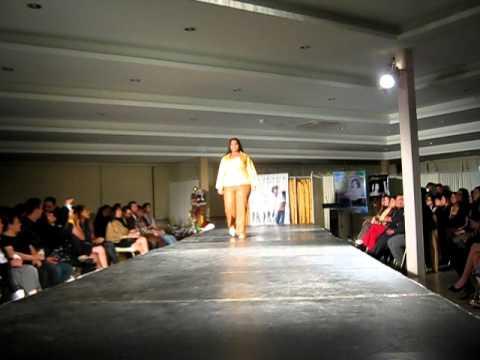 Desfile 'Genesis 2011' de Moda Para Gorditas C.A.