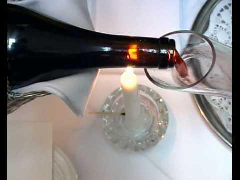 Dekantieren von Rotwein / International Wine Institute