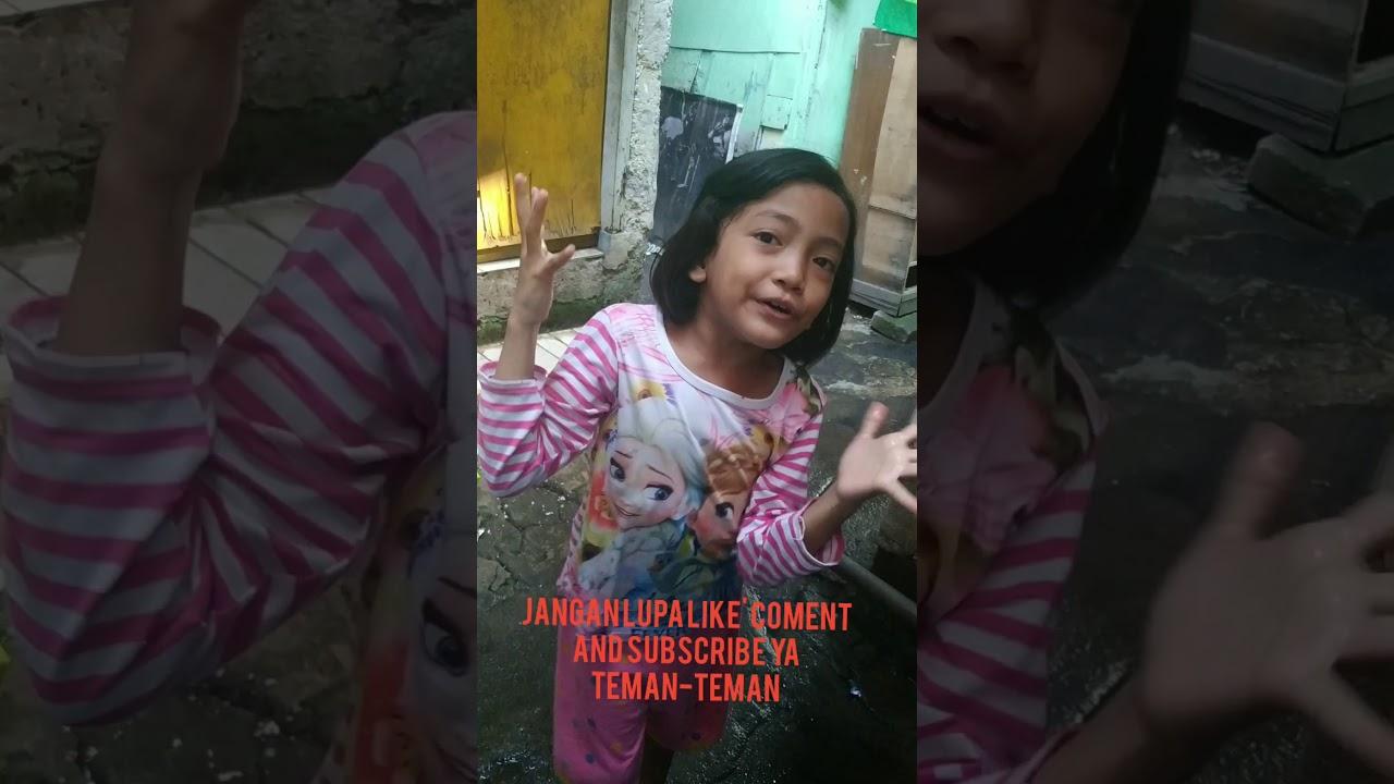 Drama Mandiin Dede Nabila di pompa air jadul - YouTube