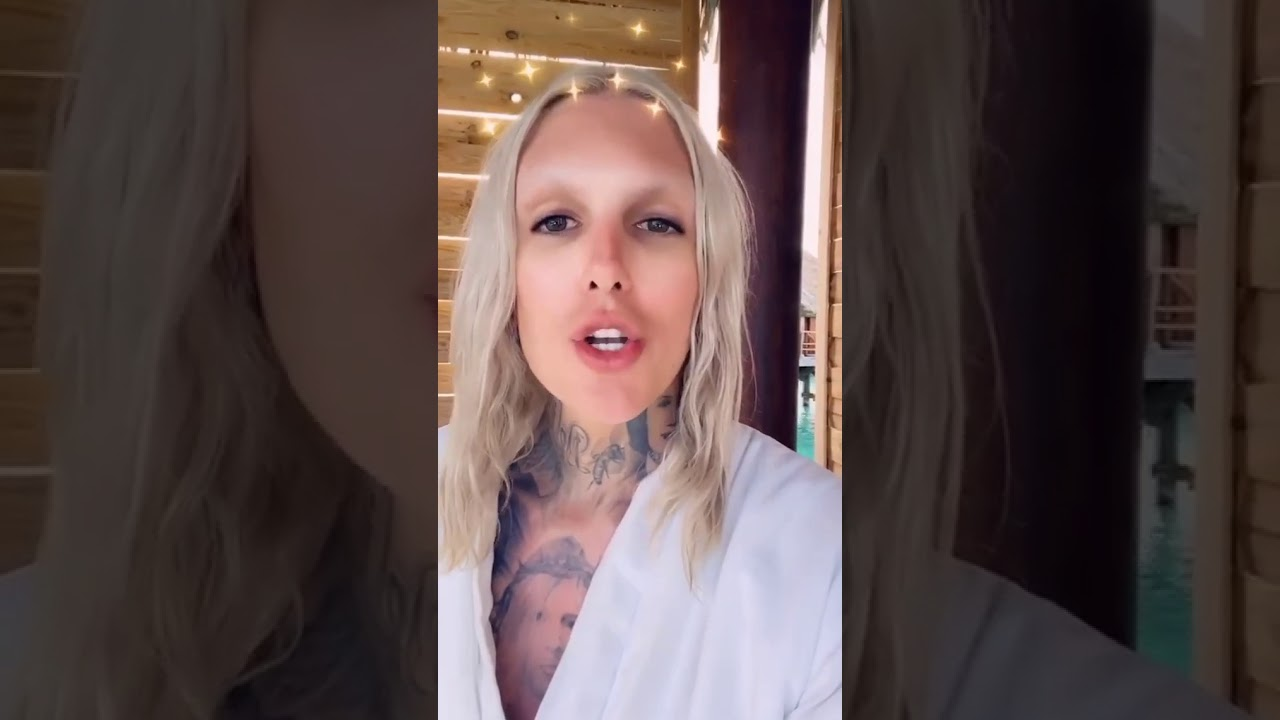 Jeffree Star explains fibers in his Conspiracy and Mini Controversy Palettes