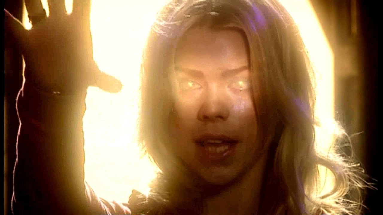 Rose & The Ninth Doctor Kiss