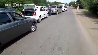 В Нижнекамске водители устроили акцию протеста, чтобы привлечь внимание к разбитой дороге