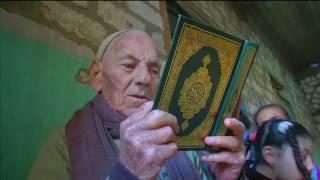 مسيحي مصري يُعلم أطفال جيرانه المسلمين القرآن منذ عشرات السنين