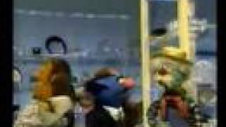 Repeat youtube video Sesame Street - Simon Soundman meets Old McDonald