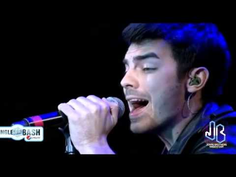 Paranoid  Joe & Nick Jonas @ Jingle Bash 141213