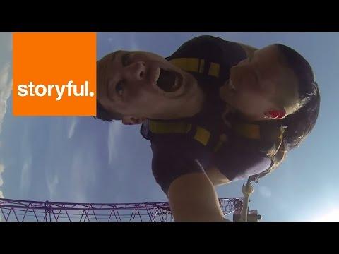 Burschi ve kız arkadaşı Kraków tatillerinde bungee jumping yapmaya karar vermişler. Ancak Burschi'nin daha önce deneyimi olmasına karşın kız arkadaşının ilk deneyimi olacak. Hal böyle olunca da ortaya kız için korku dolu Burs
