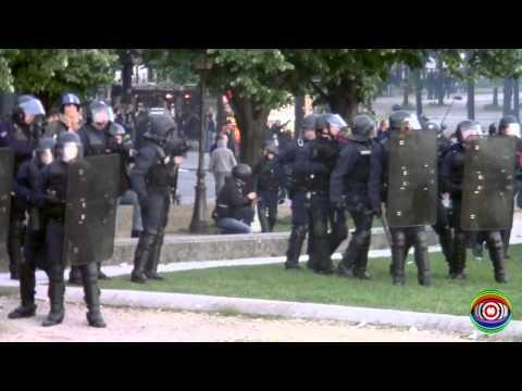 Manif pour Tous / Esplanade des Invalides Paris / Emeute contre la loi Taubira