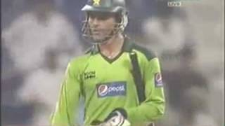Abdul Razzaq blasting South Africa w 109 runs of 72 balls! 10 sixes!! Oct 2010