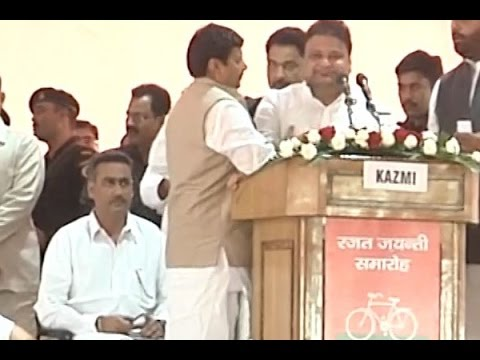 Shivpal Yadav shoves SP leader Javed Abidi on stage during Silver Jubilee celebrations in