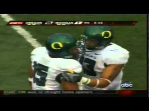Michigan WR Greg Matthews tries to injure Oregon safety Matthew Harper with cheapshot 9-08-07