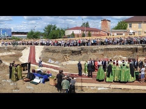 г. Лысьва. Закладка первого камня в основание Свято-Троицкого храма. 11 июня 2009 г.